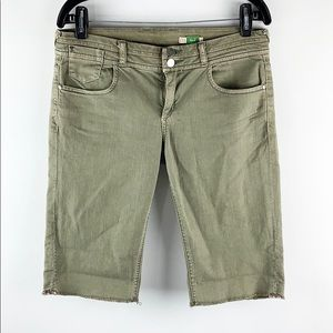 ETT TAIA | Olive Low-Rise Cut-Off Bermuda Shorts
